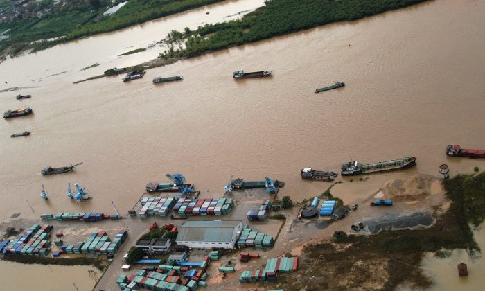 An aerial view of the flooded Beijiang River in Foshan of Guangdong Province, southern China, June 27, 2005 (China Photos/Getty Images)