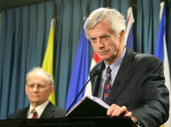Former Canadian Secretary of State for Asia-Pacific David Kilgour presents a revised report about continued murder of Falun Gong practitioners in China for their organs, as report co-author lawyer David Matas listens in the background, on Jan. 31, 2007. (The Epoch Times)