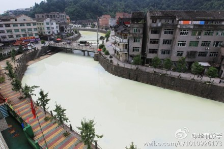 Natural latex polluted more than a mile of a stretch of the Quxi River in China's Wenzhou City, Zhejiang Province. (Weibo.com)