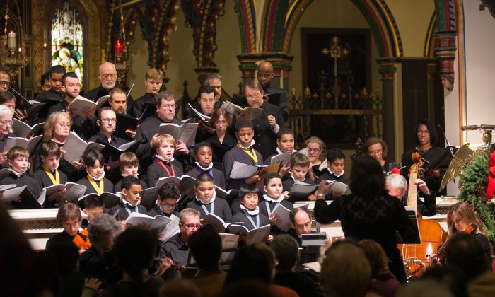 """Claudia Dumschat, conducts the Transfiguration Choir of Men and Boys, the Girls Choir, and the Camerata for """"A Baroque Christmas,"""" at the Transfiguration Church on Dec. 14 in New York City. (Benjamin Chasteen/The Epoch Times)"""