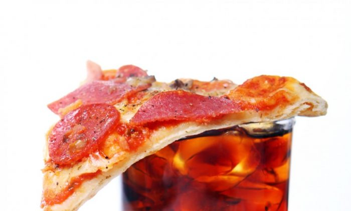 The UK ITV 'Be Food Smart' ad campaign reveals that cola and pizza have a hidden high sugar and high fat content. (YekoPhotoStudio/photos.com)