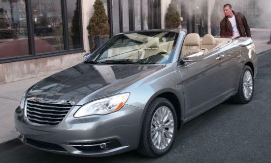 Chrysler 200 Flips Its Lid
