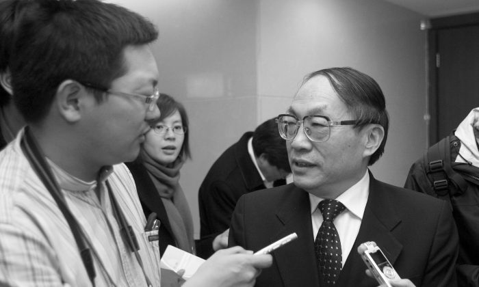 Liu Zhijun (R) being interviewed in Beijing in 2009. (STR/AFP/Getty Images)