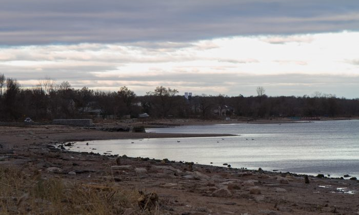 A view of Staten Island's SouthEast side of Coral Bay just days after Hurricane Sandy ripped through the area on Nov. 4, 2012. (Benjamin Chasteen/The Epoch Times)