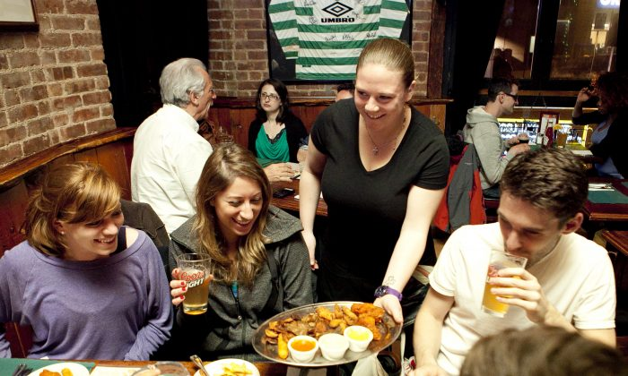 The Parlour: good food, good company, and plenty of Irish brogue. And thanks to its location, plenty of elbow room. (Samira Bouaou/The Epoch Times)