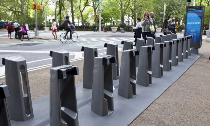 One of the city's new Citibike bike share racks in the Flatiron District of Manhattan at Broadway and W. 24 Street on May 8. (Samira Bouaou/The Epoch Times)