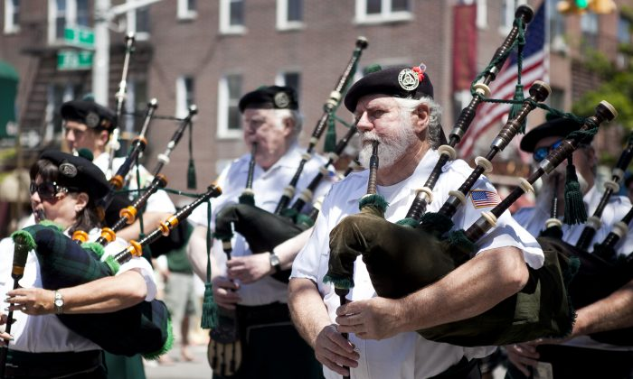 Bagpipers perform at the United War Veterans Memorial Day Parade in Brooklyn, May 27. (Samira Bouaou/The Epoch Times)