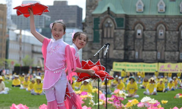 Two girls perform a traditional Chinese dance as part of the Falun Dafa Day celebrations on Parliament Hill on May 8, 2013. (Matthew Little/The Epoch Times)
