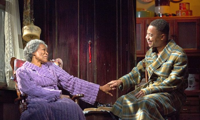 """Carrie Watts (Cicely Tyson) with son Ludie (Cuba Gooding, Jr.) appear in the star-studded and powerful rendition of """"The Trip to Bountiful."""" (Joan Marcus)"""