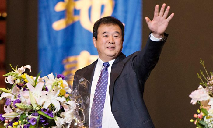 Mr. Li Hongzhi, founder of Falun Dafa, speaks during the morning segment of the 2013 Experience Sharing Conference on May 19 in the New York metropolitan area. He spoke about what it means to be a Falun Dafa practitioner, and how practitioners can improve themselves moving forward. (Dai Bing/The Epoch Times)