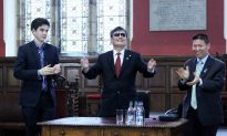 Blind Dissident Chen Guangcheng Given Award, and a Warning
