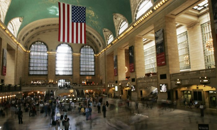 Grand Central's unique design facilitated the easy movement of thousands of commuters and tourists.(Chris Hondros/Getty Images)
