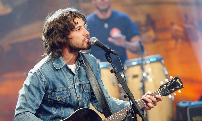 """Juno Award winner Sam Roberts appears on """"The Tonight Show with Jay Leno"""" in 2004. Roberts will be part of a day of musical activities for children during the Music and Beyond festival on July 10. (Kevin Winter/Getty Images)"""