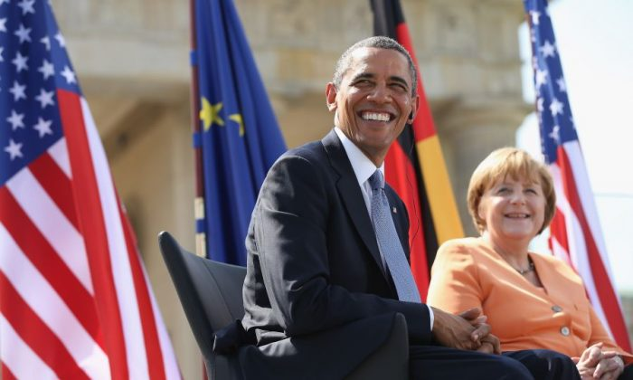 U.S. President Barack Obama and German Chancellor Angela Merkel at the Brandenburg Gate in Berlin, June 19. The two affirmed that free trade talks between the United States and the European Union will officially start in July. ((Sean Gallup/Getty Images)