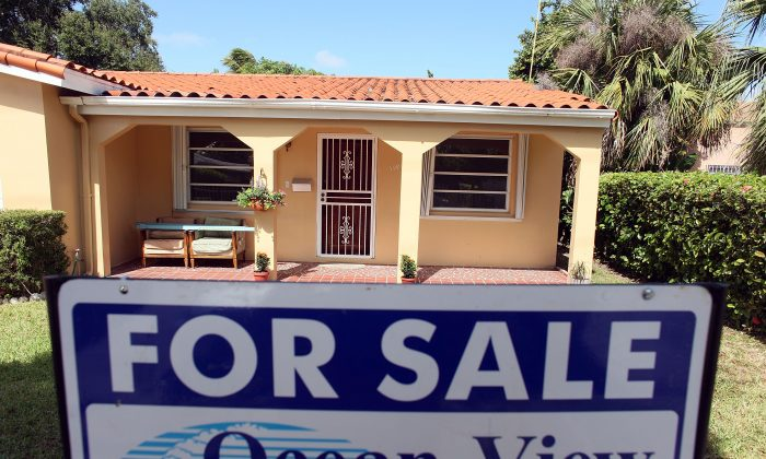 """A """"For Sale"""" sign is seen in front of a home in 2009 in Miami, Florida, in this file photo. (Joe Raedle/Getty Images)"""