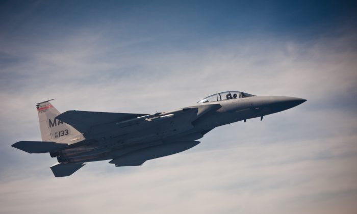 An F-15 fighter jet flies over the Atlantic ocean as it prepares a mid-air refueling process on May 27, 2012. (Benjamin Chasteen/The Epoch Times)