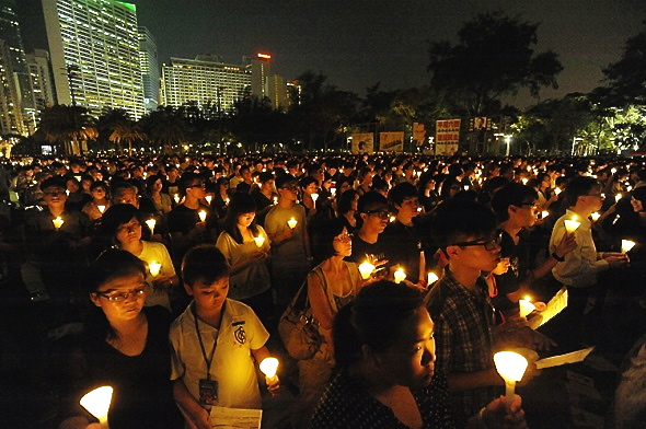 On June 4, 2012, more than 180,000 participants filled up Victoria Park, Hong Kong, in memory of the 1989 student massacre at Tiananmen Square in Beijing. (Sun Qing Tian/The Epoch Times)