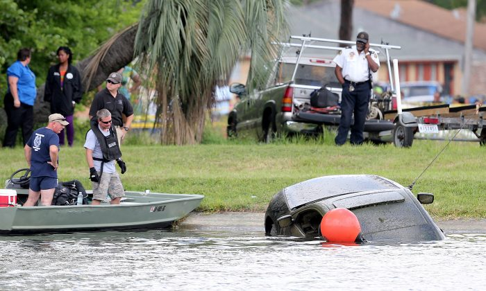 The Honda Accord belonging to teacher Terrilynn Monette, who has been missing since leaving a nearby bar in early March, is pulled from Bayou St. John by the Harrison Avenue Bridge in New Orleans on Saturday, June 8, 2013. (AP Photo/The Times-Picayune, Michael DeMocker) MAGS OUT; NO SALES; USA TODAY OUT; THE BATON ROUGE ADVOCATE OUT