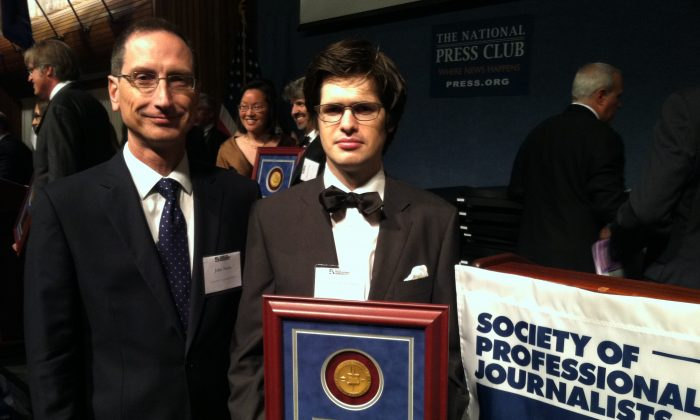 John Nania (l), editor-in-chief of the Epoch Times, with award-winning reporter Matthew Robertson at the National Press Club in Washington, D.C., June 21, 2013. Robertson was recognized for excellence in reporting for his series on forced, live organ harvesting in China. (Genevieve Belmaker/Epoch Times)
