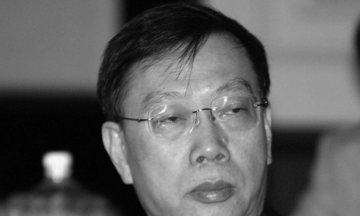 Huang Jiefu, head of the Organ Transplantation Committee in China, is pictured on July 28, 2006. Huang's attempts to respond to controversy over an honor given by the University of Sydney revealed his past conduct violated the University of Sydney's code of ethics, according to the organization Doctors Against Forced Organ Harvesting. (Raveendran/AFP/Getty Images)