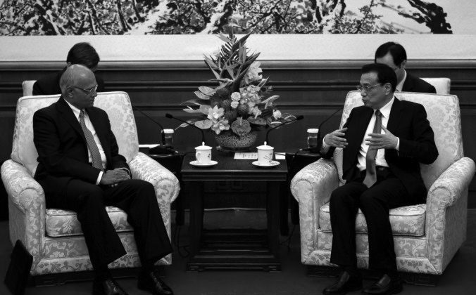 Indian National Security Adviser Shivshankar Menon (L) meets with Chinese Premier Li Keqiang at Diaoyutai State Guesthouse on June 28, 2013 in Beijing, China. The talks of the Indian special representative with Chinese leaders are expected to focus on the recent intrusion by Chinese forces in the Ladakh region, aiming to improve bilateral ties. (Alexander F. Yuan/Getty Images)