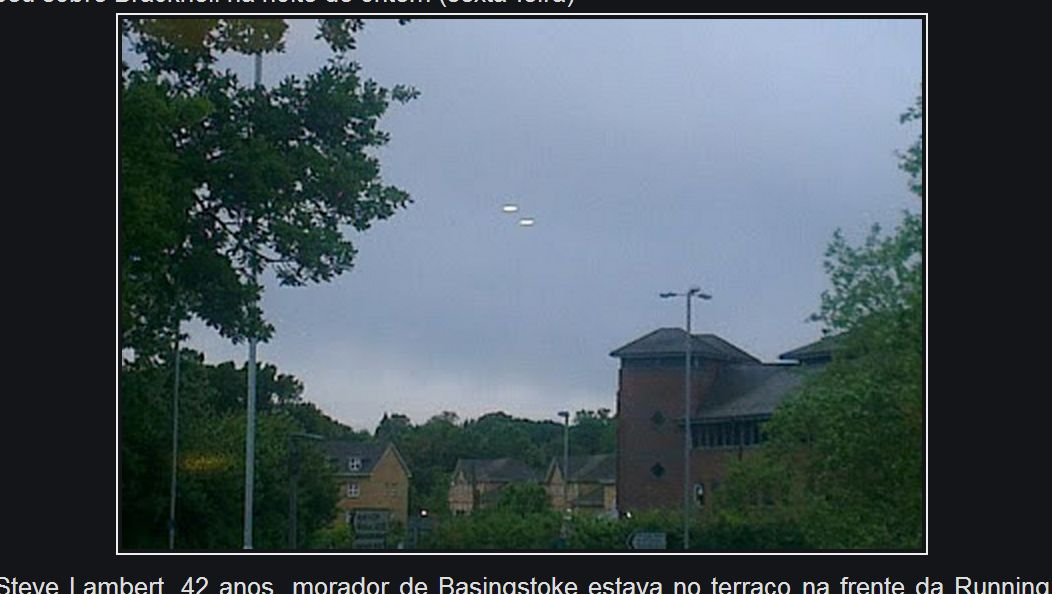 UK UFO: Man Takes Photos of 2 Hovering Lights