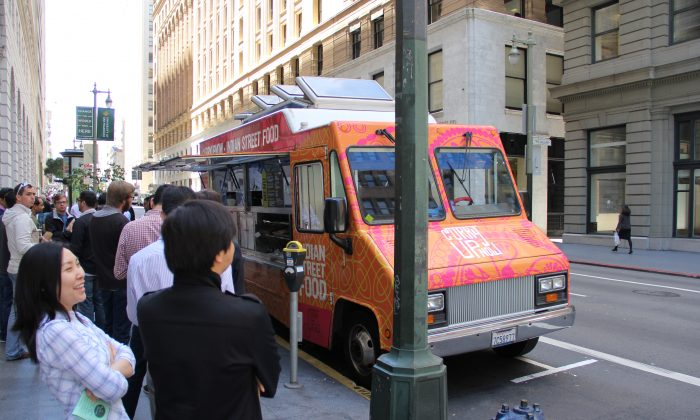 Patrons stand in line to purchase lunch from a food truck in the Financial District, San Francisco, Calif., on June 12, 2013. (Christian Watjen/The Epoch Times)