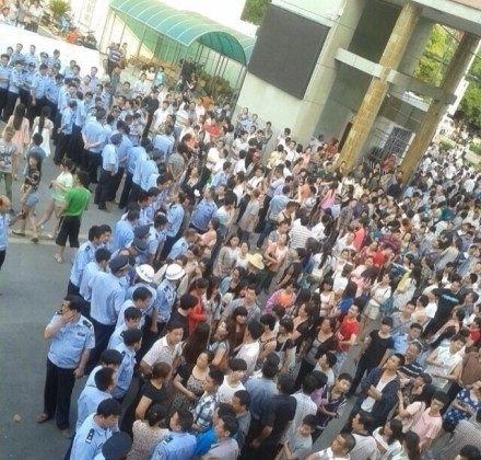 """Police arrived to disperse a crowd of angry students and parents, who surrounded a high school in Zhongxiang City, Hubei Province after strict regulations were implemented to prevent cheating on the national college entrance exam, or """"gaokao,"""" administered on June 7 and 8. (Sina Weibo.com)"""