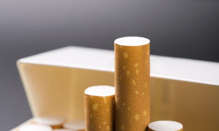 A Canadian health scholar says Canada should follow Ireland's example requiring plain packaging for tobacco products. (Sergiy Tryapitsyn/Photos.com)