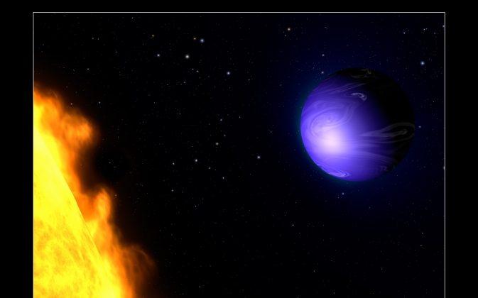 Photos: Newly Discovered 'True Blue' Planet