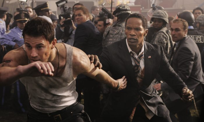"""Channing Tatum (L) and Jamie Foxx (R) in """"White House Down."""" (Columbia Pictures Industries)"""