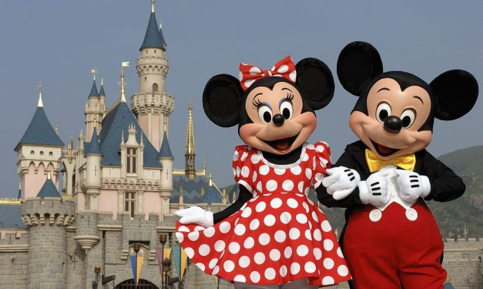 Power outage disrupts attractions at Disneyland