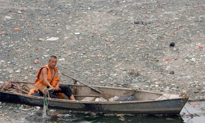 File photo: According to a recent report by the Environmental Protection Supervision Center of North China, samples taken from 37 rivers in the Beijing areas had levels of pollution higher than what is considered safe. (Teh Eng Koon/AFP/Getty Images)