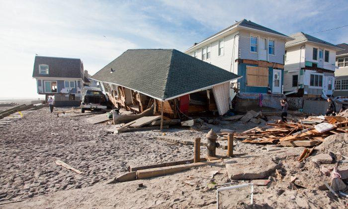 Destroyed houses in Far Rockaway, Queens, Nov. 12, 2012. (Epoch Times)