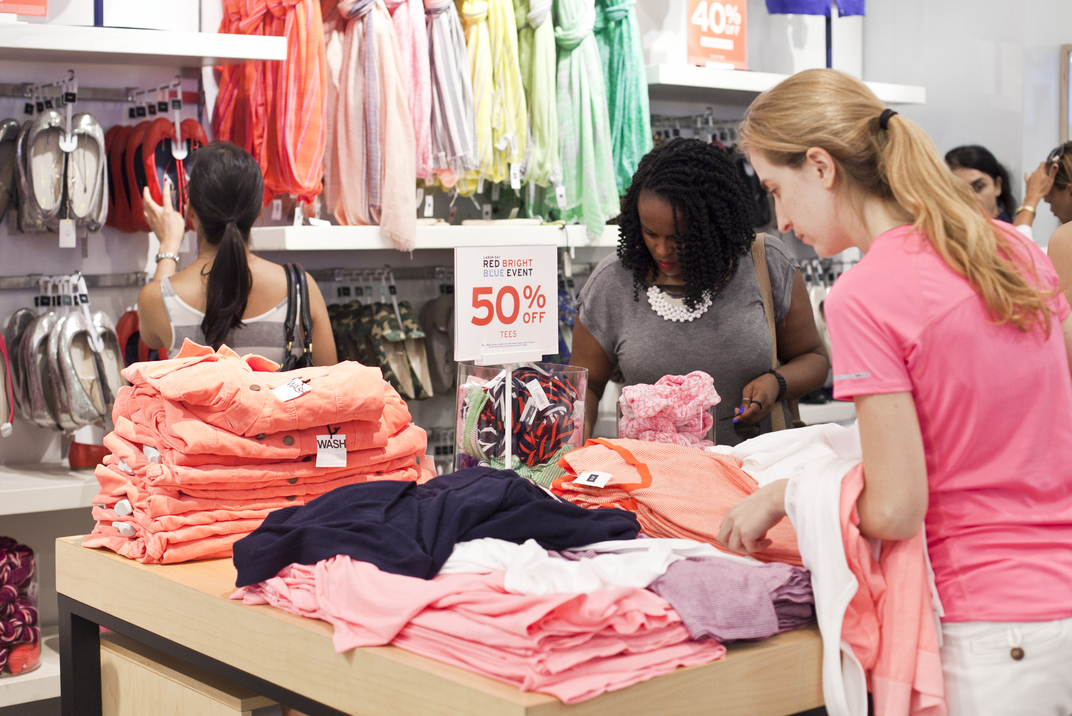 Discounts Lure Labor Day Shoppers