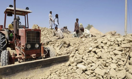 Pakistan 7.7-Magnitude Earthquake Death Toll Jumps to 327