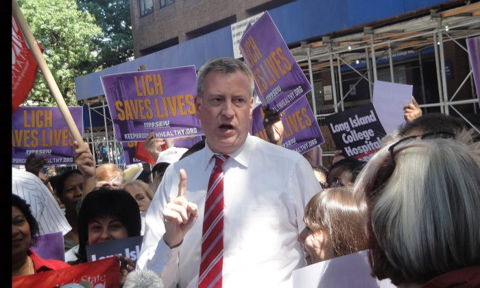 Bill de Blasio speaks at a press conference outside Long Island College Hospital in Cobble Hill, Brooklyn, Sept. 6, 2013.  (Sarah Matheson/Epoch Times)