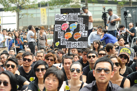 Organizers estimated a crowd of 120,000 took part in an Oct. 20 march and rally protesting the Hong Kong government's decision not to give a license to HKTV. Among the crowd, which mostly wore black, were said to be a number of celebrities. (Epoch Times)