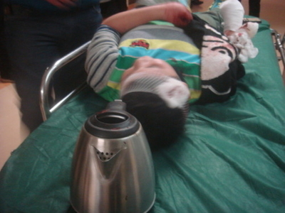 A 10-year-old boy in Shenyang City had his right palm chopped off by his mother's boyfriend, who then allegedly boiled it up in an electric pot. (Photo from Internet)