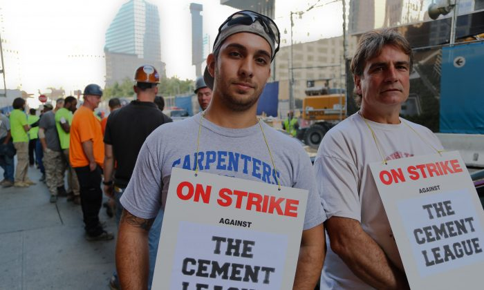 Luca Magnotta (L) and Al Franco support the carpenters' strike at the World Trade Center site, New York City, Oct. 2, 2013. Negotiations with the Cement League are scheduled to resume on Oct. 2 at 2:30 p.m. (Christian Watjen/Epoch Times)