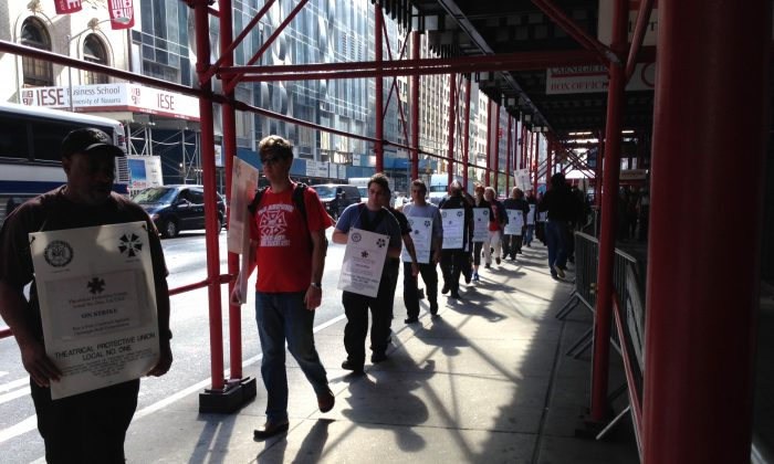 Workers from Local One, International Alliance of Theatrical Stage Employees, picket outside Carnegie Hall in Manhattan Oct. 3, 2013. (Ivan Pentchoukov/Epoch Times)