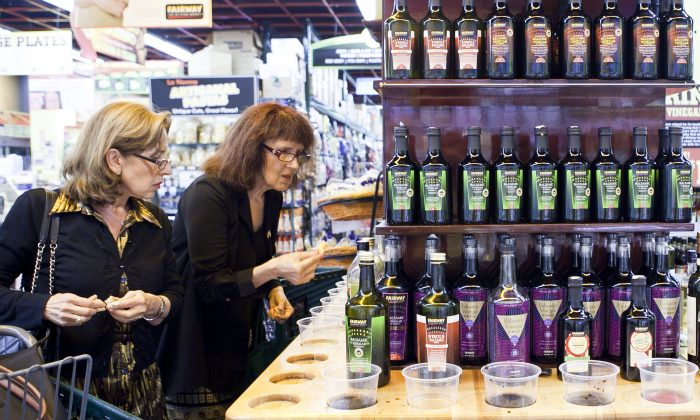 Shoppers taste test various brands of olive oil at a grocery store in New York City. (Samira Bouaou/Epoch Times)