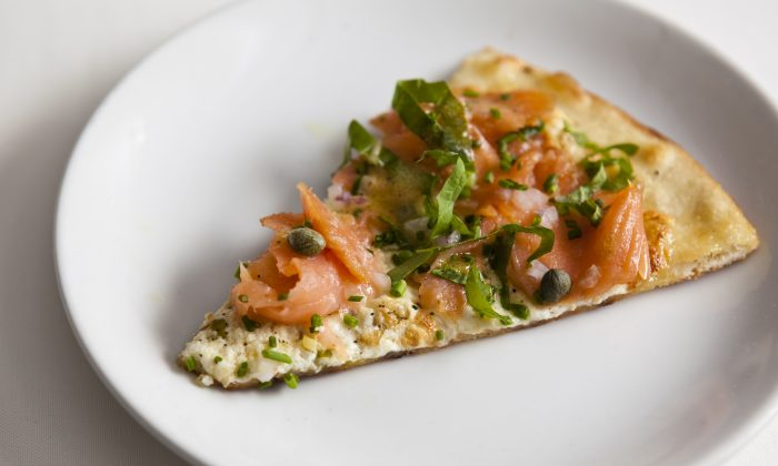 Smoked salmon pizza, with lemon ricotta, and capers at Incognito Bistro in New York City. (Samira Bouaou/Epoch Times)