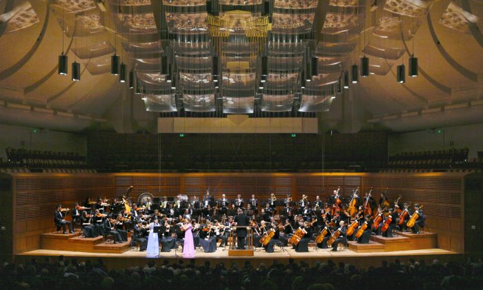 At the Shen Yun Symphony Orchestra concert in the Davies Symphony Hall, San Francisco, on Oct. 22, 2013. (Rachel Tso/Epoch Times)