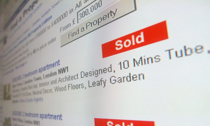 In this photo illustration, the homepage of an online estate agent is displayed on a computer screen, May 10, 2006, in London, England. While looking for property online is effective, a buyer's agent can help find other ways too. (Daniel Berehulak/Getty Images)