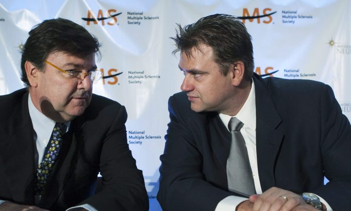 Dr. Paolo Zamboni (L) and University of Buffalo's Dr. Robert Zivadinov talk before speaking at the Neurologist Seminar in Toronto in April 2010. A Canadian study casts doubt on Zamboni's CCSVI treatment for MS, but a federally supported clinical trial of the therapy will go ahead as planned. (The Canadian Press/Nathan Denette)