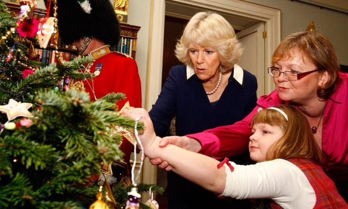 Caitlin Maj, from the Starlight Children's Foundation, is granted her wish to decorate the Christmas tree at Clarence House with Camilla, the Duchess of Cornwall. (Kirsty Wigglesworth/WPA Pool/Getty Images)