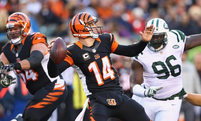 Andy Dalton #14 of the Cincinnati Bengals throws a pass during the NFL game against the New York Jets at Paul Brown Stadium on October 27, 2013 in Cincinnati, Ohio. (Andy Lyons/Getty Images)