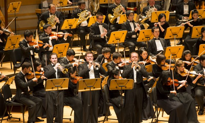 Shen Yun Symphony Orchestra members play Leroy Anderson's Bugler's Holiday & A Trumpeter's Lullaby at the Segerstrom Concert Hall. (Dai Bing/Epoch Times)
