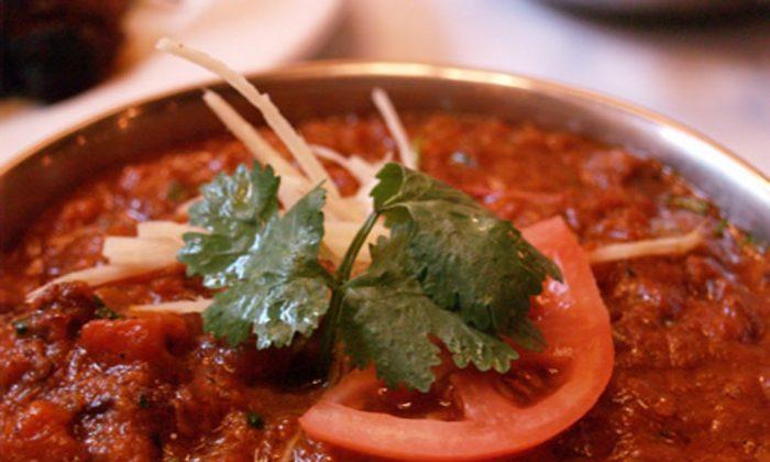 Lassuni Gobi, crispy cauliflower florets tossed with tomato sauce and garlic at Brick Lane Curry House. (Couryesy of Brick Lane Curry House)